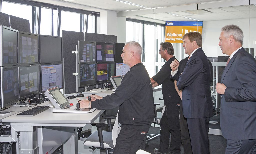 King Willem Alexander of the Netherlands visiting one of the control rooms with design features by ABB during the official opening of APM terminals Maasvlakte. Photo: Nils van Houts