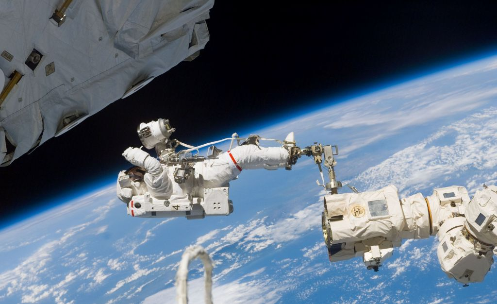 Astronaut working in space. Photo: NASA.