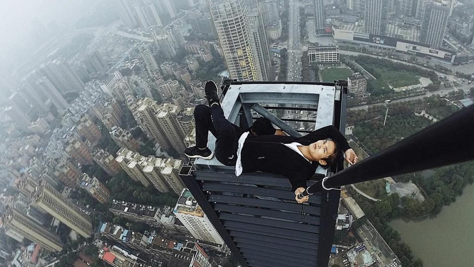 Wu Yongning on top of a communications tower. Source: Weibo