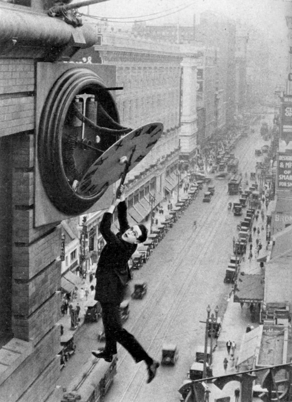 Harold Lloyd in Safety Last!, dir. Fred C. Newmeyer and Sam Taylor, 1923.